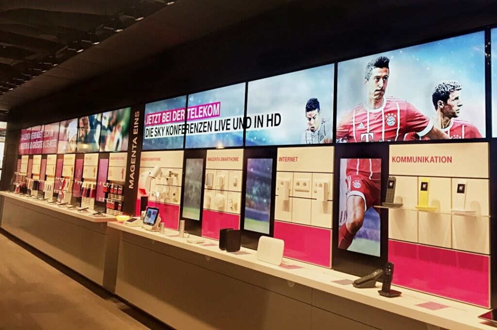 Video Wand Digital Signage im Deutsche Telekom AG Flagship Store