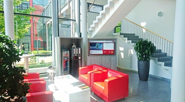 Digital Signage Wartelounge Carglass TV